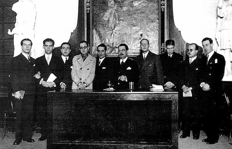 Los miembros fundadores de la Generación del 27 en el Ateneo de Sevilla.