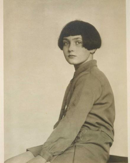 Fabienne, la hija de Arthur Cravan y Mina Loy, en una imagen de finales de los años 20.