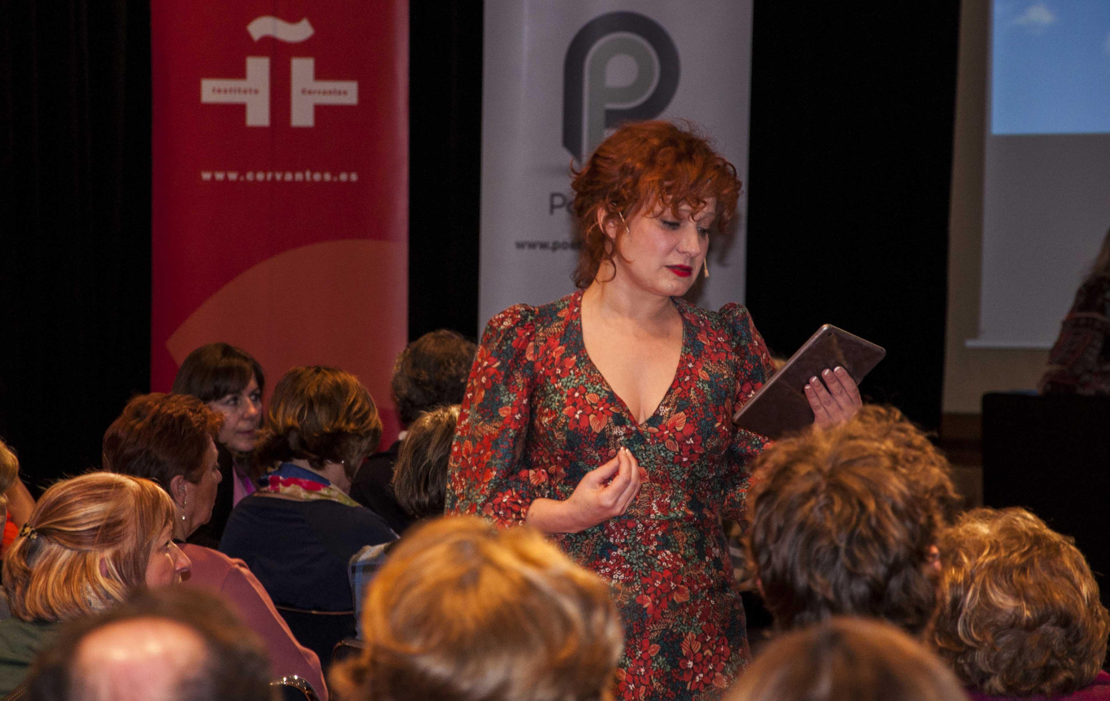 Ana Villa, durante su interpretación del poema 'La forma de querer tú' de Pedro Salinas.