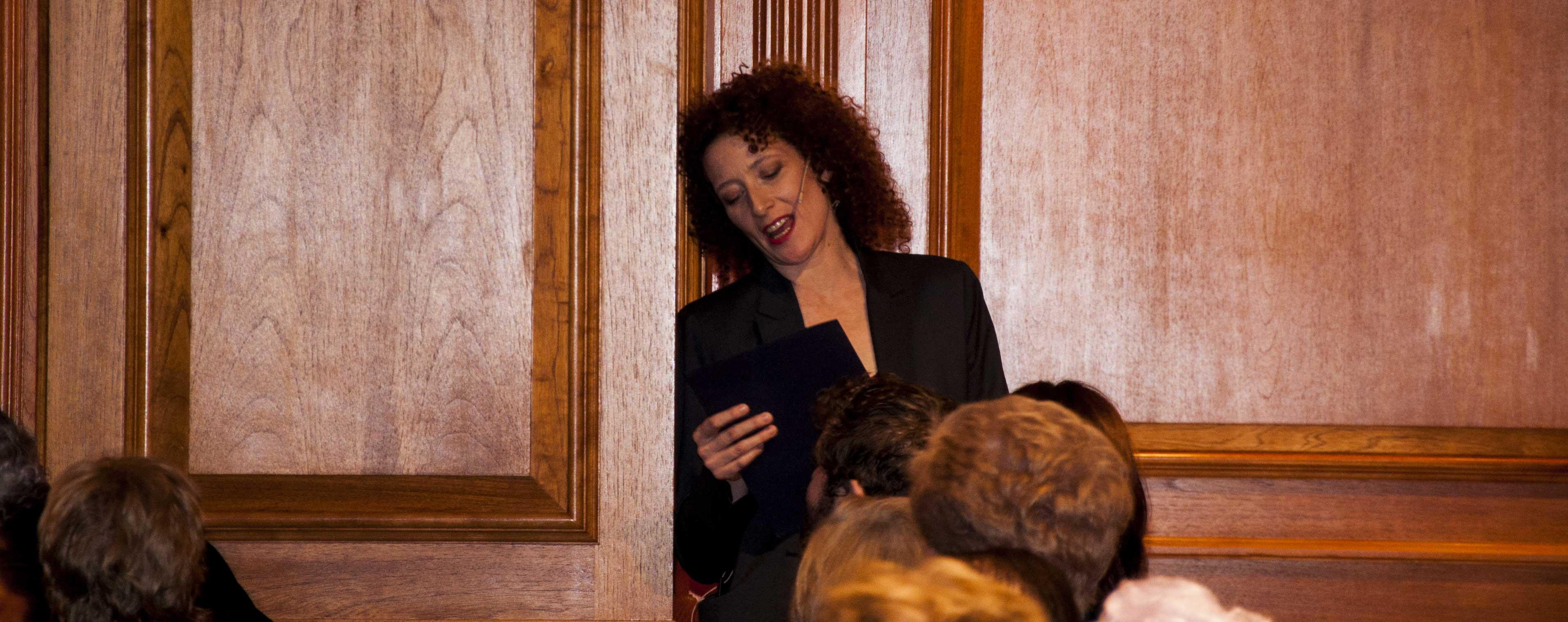 Clara Sanchis interpreta 'Adolescencia' de Vicente Aleixandre.