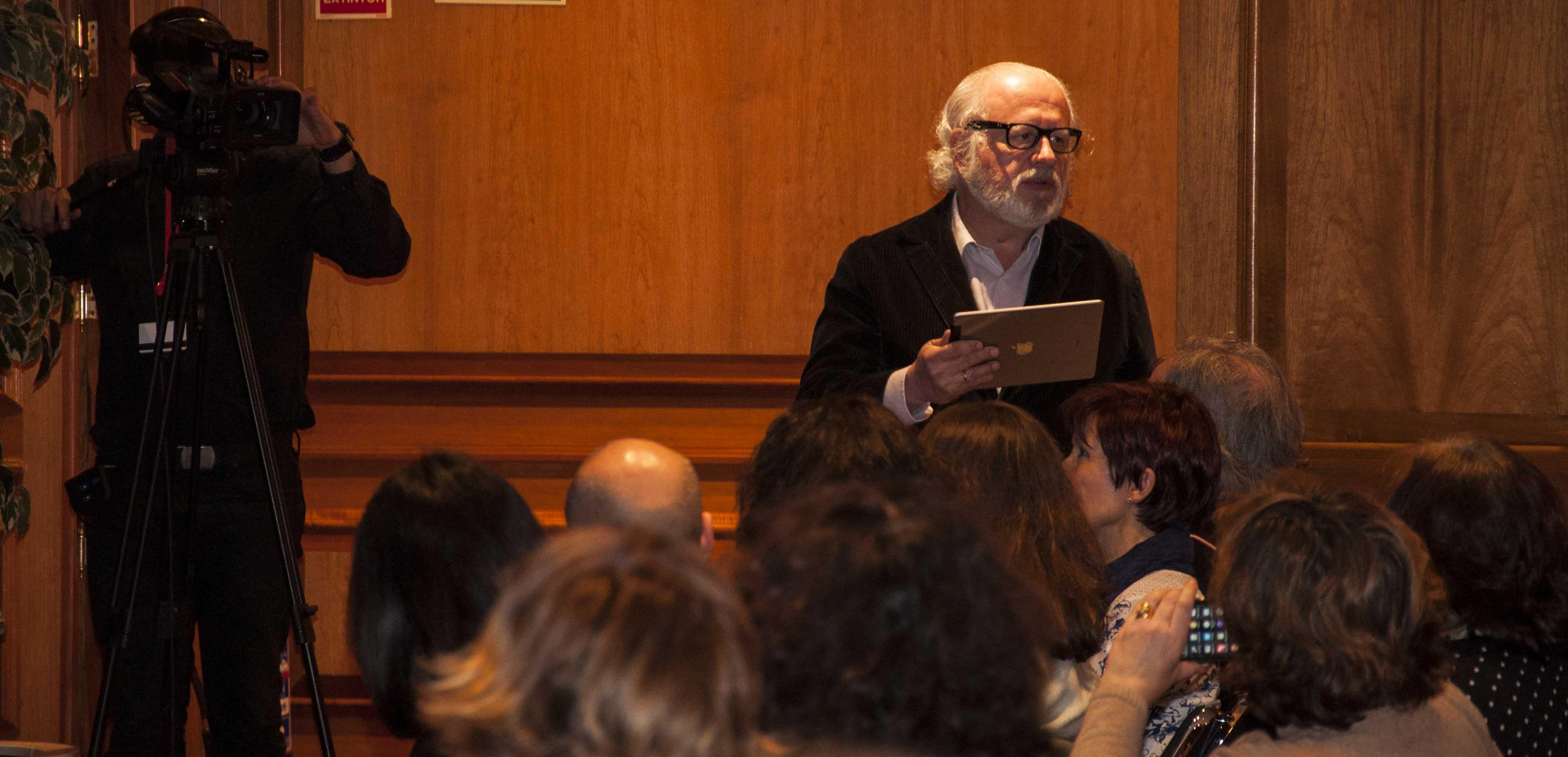 Juan Echanove cerró el acto con el soneto 'Don Belianís de Grecia a Don Quijote de la Mancha' de Cervantes.