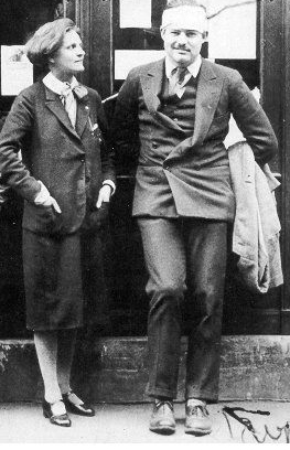 Sylvia Beach y Ernest Hemingway.