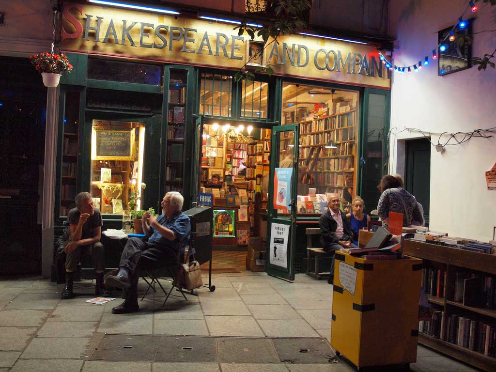 Aspecto actual de Shakespeare and Company en la Rue de la Bucherie de París.