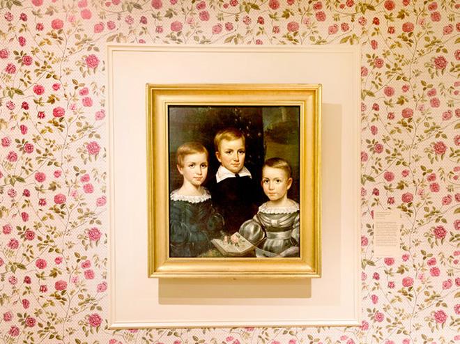Retrato de los hermanos Dickinson (desde la izqda., Emily, William y Lavinia), tal como se muestra en la exposición que permanecerá abierta en Nueva York hasta finales de mayo de 2017. (Foto: New York Times)