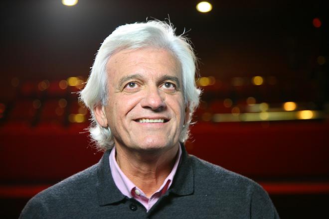 El poeta Rafael Soler durante una grabación con Poética 2.0 en el Teatro Marquina de Madrid.