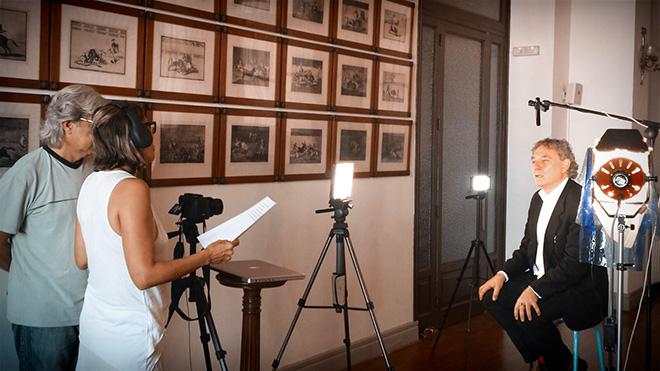 Juan Carlos Mestre durante su grabación con Poética 2.0 en el Círculo de Bellas Artes de Madrid.