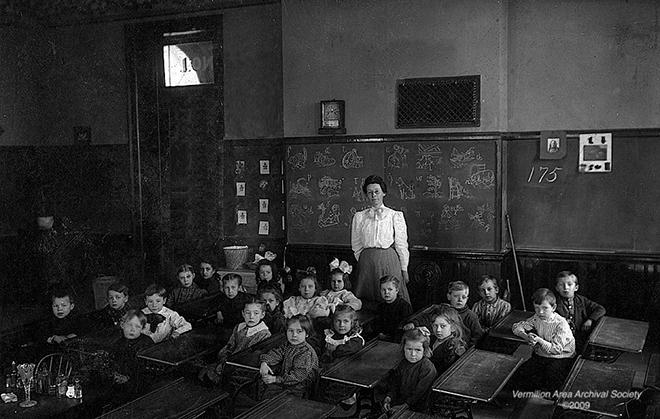 Una clase, en torno a 1900.