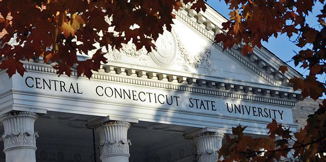 Fachada principal de la Central Connecticut State University.