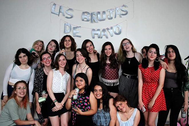 Componentes del colectivo Las Brujas de Mayo.