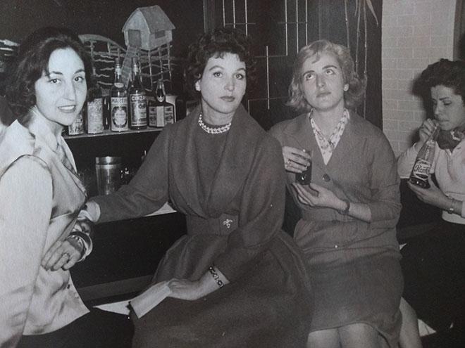 María Beneyto, en el centro, con María Ángeles Arazo y Mara Calabuig.